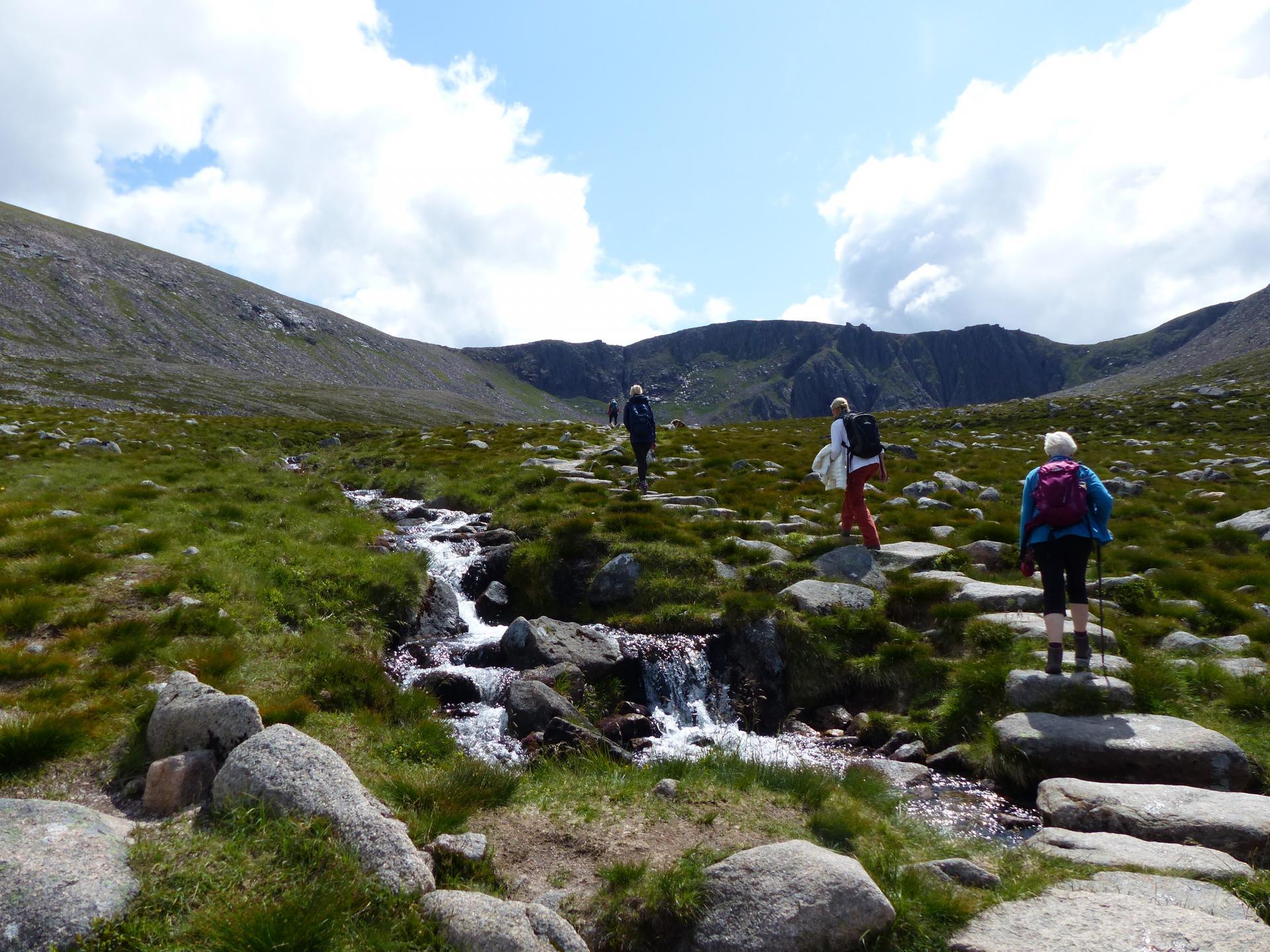 Wanderer im Cairngorms Gebirge