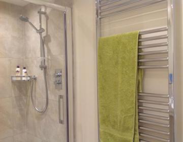 Heizung und große Dusche
