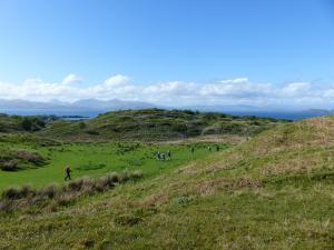 Wandergruppe auf der Insel Seil