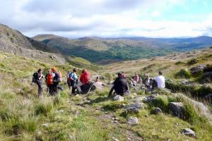 Wandergruppe oberhalb von Glengarriff