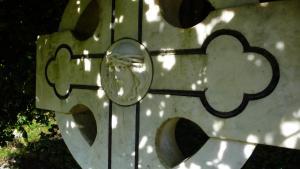 Irisches Kreuz im Friedhof